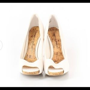 Christian Siriano Shoes - NWOT Christian Siriano white pumps